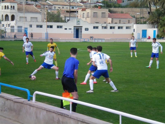 CD Torrevieja y CD Thader no quieren perder comba en Preferente